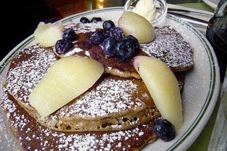 Lemon gingerbread pancakes with pears and blueberries